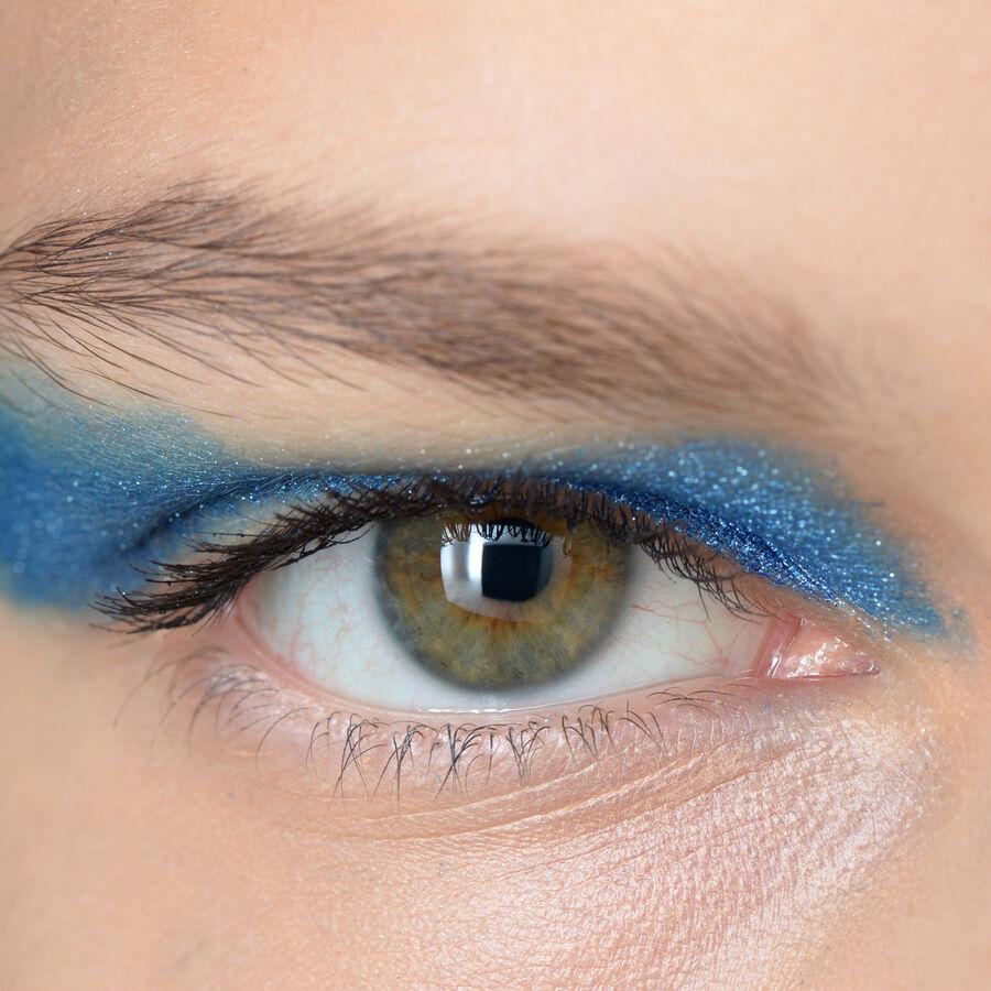 THE ART OF   Bold Eye Makeup
