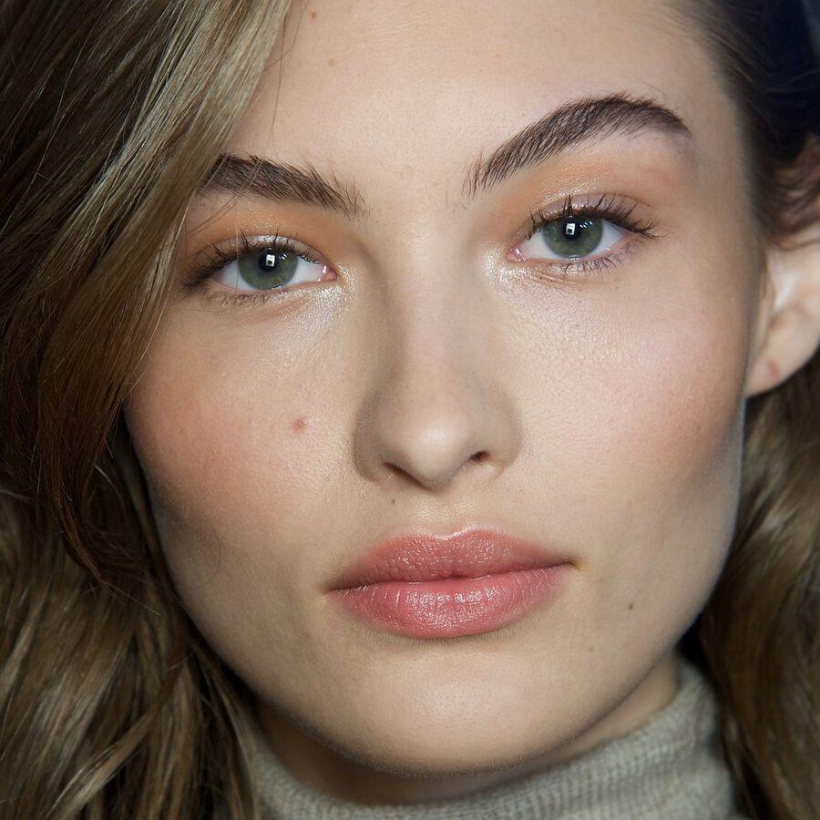 THE ART OF   Tonal Makeup