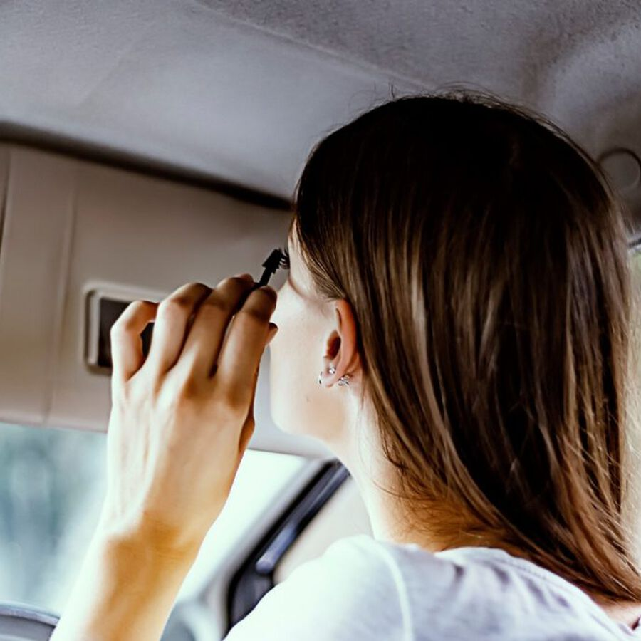 UNCOVERED | How To Apply Makeup On Your Commute